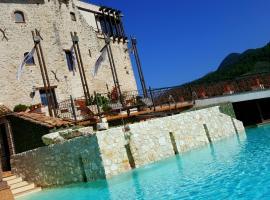 Castrum Resort Albergo Residenziale, Strettura