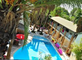 Tropic Hotel, Sidė