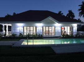 Bohol White House Bed & Breakfast, Lila