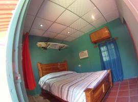 Panama Surfing Academy and Hotel Rio Mar, San Carlos