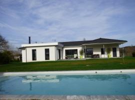 Maison Contemporaine avec Piscine chauffée, Le Pizou