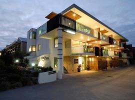 The Dolphin Apartments, Apollo Bay
