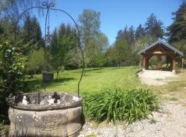 Gîte du château de Feschaux, Jura, Villeneuve-sous-Pymont
