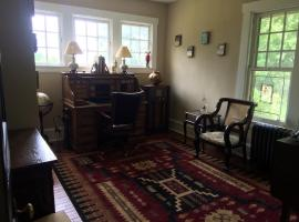 Charming Private Old Farmhouse, Moorestown