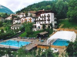 Sporting Hotel Club, Pelos