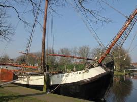 Boat De Vrouw Dina Leiden, Leiden