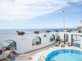 Hotel Santa Lucia, Iša