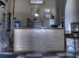 Hotel Silverado, Aversa