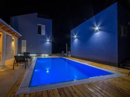 Luxury Apartments with Pool, Veli Rat