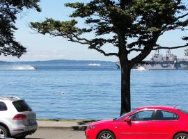 Magpie on Alki, Seattle