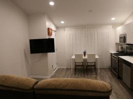 Modern Comfort in Private Lane Home, コキットラム