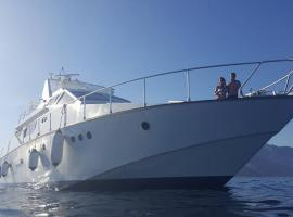 Luxury Twin Yachts Sorry & Fortune, Àrbatax
