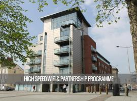 'Shandon Apartments Cardiff' from the web at 'https://t-ec.bstatic.com/images/hotel/270x200/802/80246721.jpg'