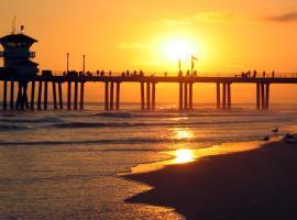 SUNSET BEACH HOUSE: STEPS TO BEACH!!, Huntington Beach