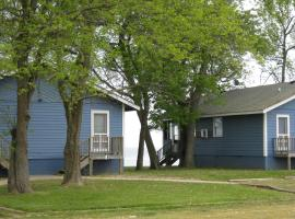 Virginia Landing Camping Resort Cabin 3, Quinby