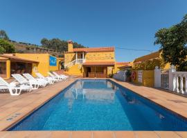 Casas Lola y Rafael, Moya