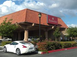Ramada University Fresno, Pinedale
