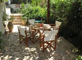 The Garden House, Lourdata
