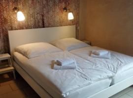 Hotel Pastis, Pillig
