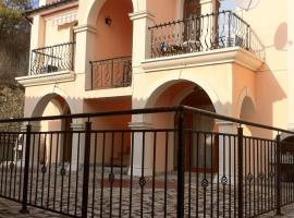Villa Roma, Elenite