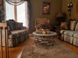 4 bedroom-house with Pool and Hot Tub Downtown, Gatineau