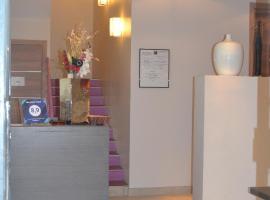 Mandara Hotel, Ζουάν λε Πιν