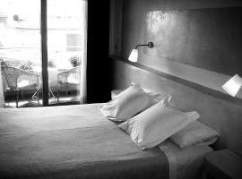 卡門酒店, 羅薩斯