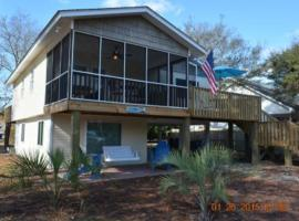 Writer's Island Cottage Home, Oak Island
