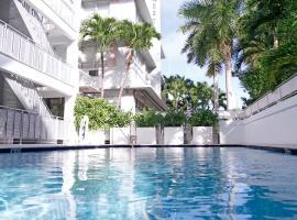Crest Hotel Suites, Maiamibīča