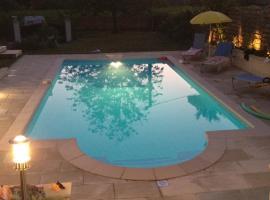 Chambres d'hotes avec piscine a Aubarede, Aubarède