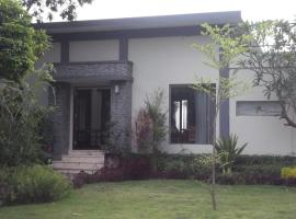 Villa Indah Lombok, Mangsit