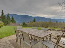 Cascade Retreat in the Gorge, Skamania