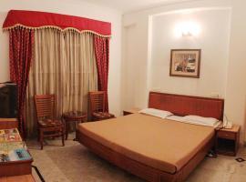 Hotel Holiday Villa Red Line, Chari