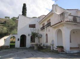 Villa Giosa, Lazzaro
