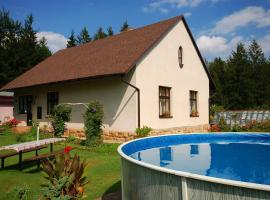 Two-Bedroom Holiday home with Pool in Dvůr Králové nad Labem/Riesengebirgsvorland 1304, Zdobín