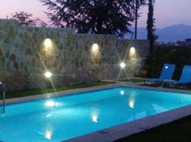 Apartment with Private Pool, Kiáton