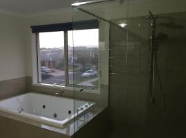 Luxurious 3brd house with spa, Werribee