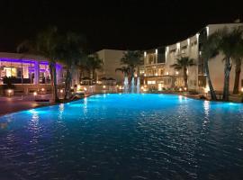 DubaiVillage, Camposano