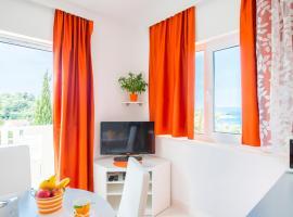 Apartments Nikolina, Hvar