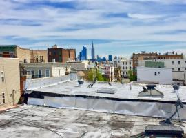 West Hoboken, minutes to NYC w/access to backyard, Union City
