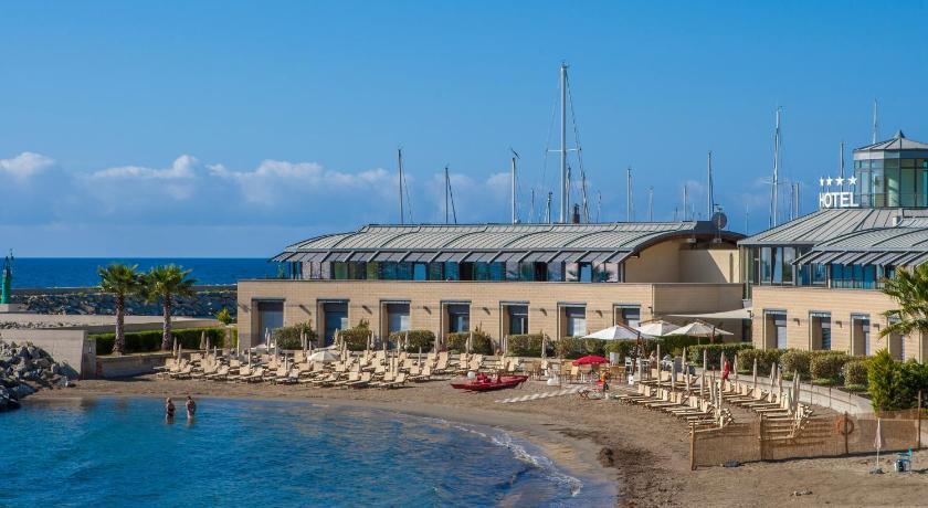 Hotel riviera dei fiori italie san lorenzo al mare for Reservation hotel italie