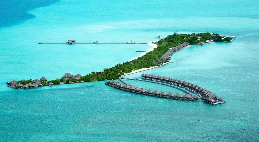 вид острова с высоты полета Taj Exotica Resort & Spa
