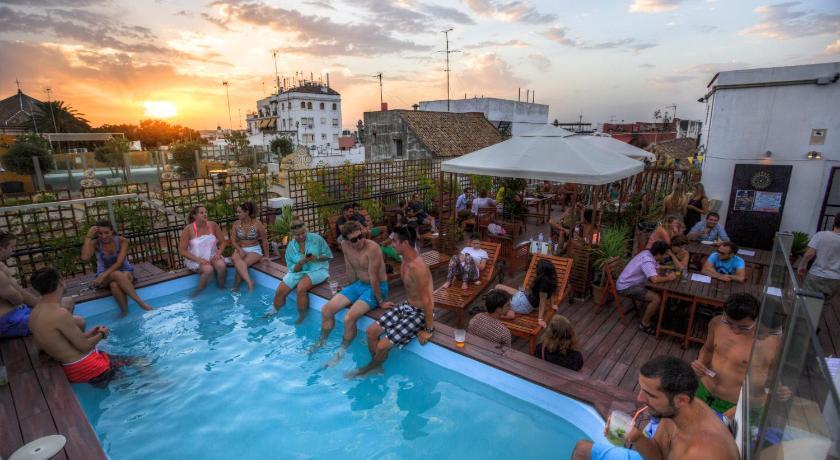 Auberge de jeunesse oasis palace seville espagne s ville - Seville hotel piscine ...