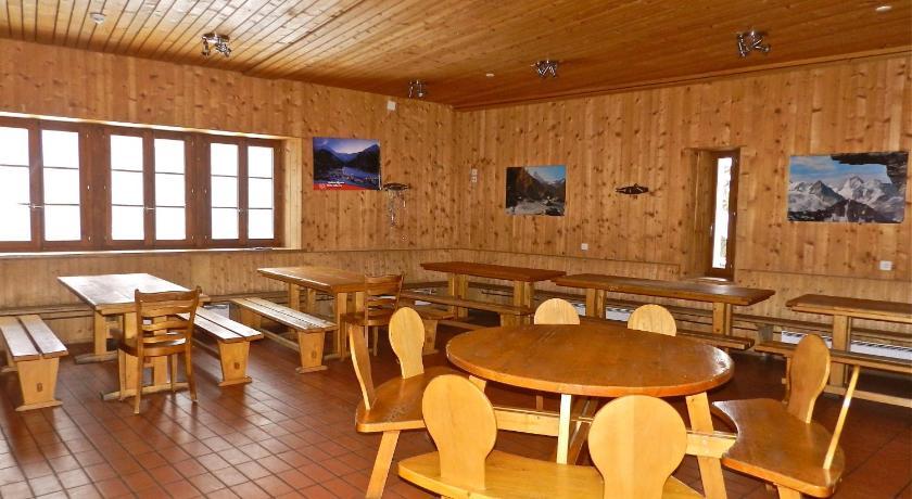 Auberge de jeunesse maison st pierre suisse bourg saint for Auberge de jeunesse tadoussac maison majorique