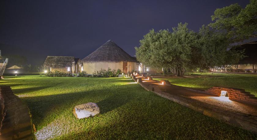 Отель на природе Aliya Resort and Spa в Сигирии