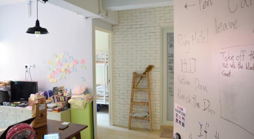 ruby hostel budget hong kong hostels