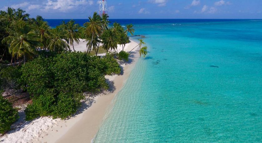 туристический пляж бикини на острове Фулиду, мальдивы