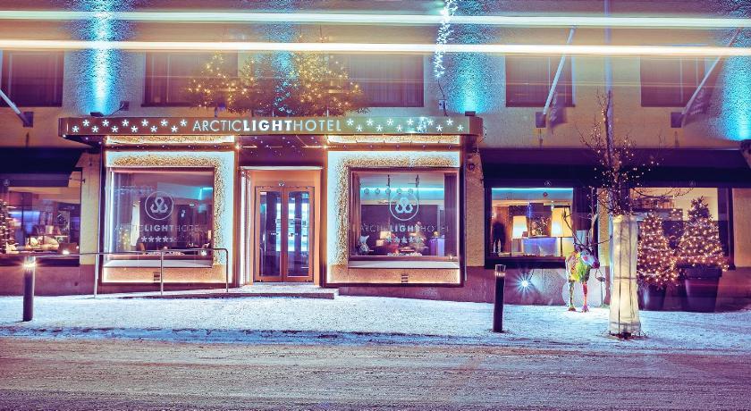★★★★★ Arctic Light Hotel