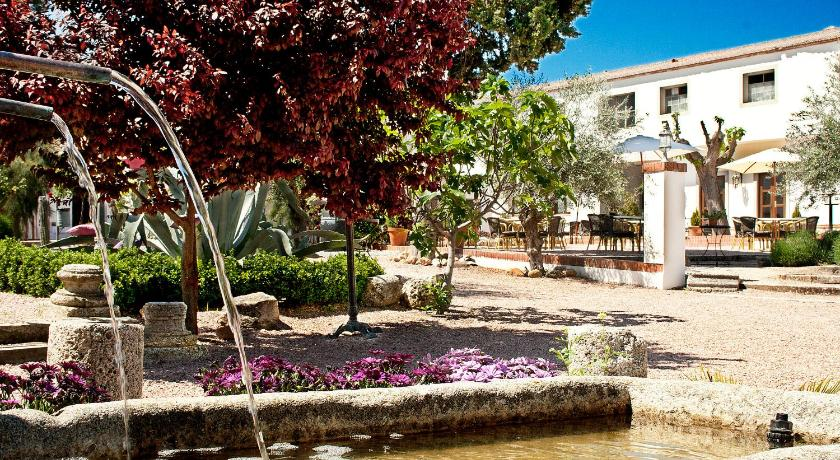 boutique hotels in torrijos  19