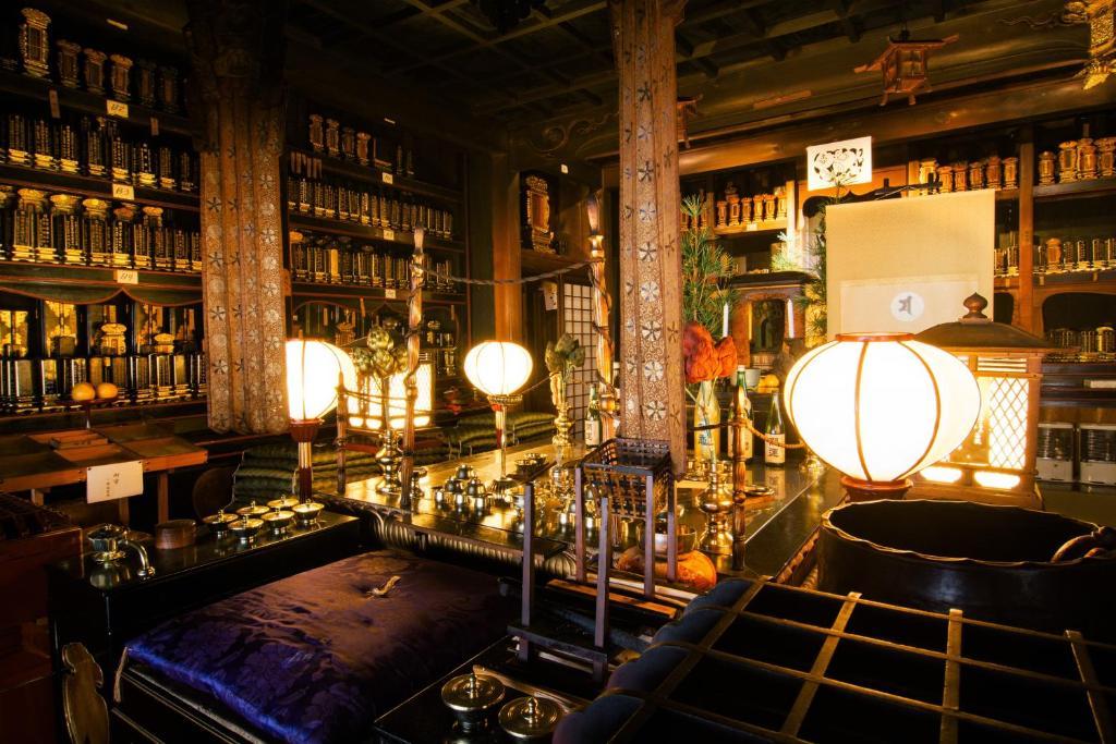 De lounge of bar bij Koyasan Zofukuin
